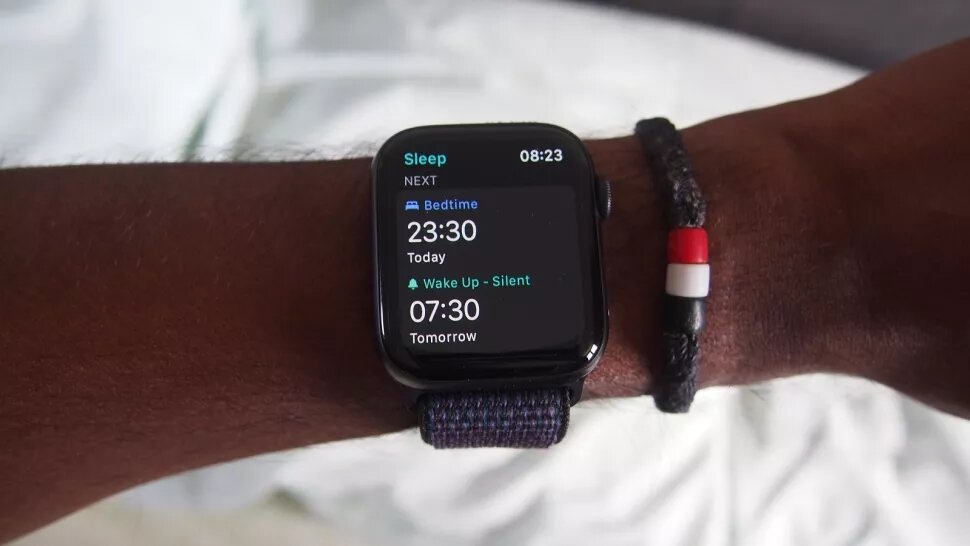 How does the Apple Watch track sleep?